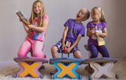 Детский ортопедический стул для школьника с упором в колени.